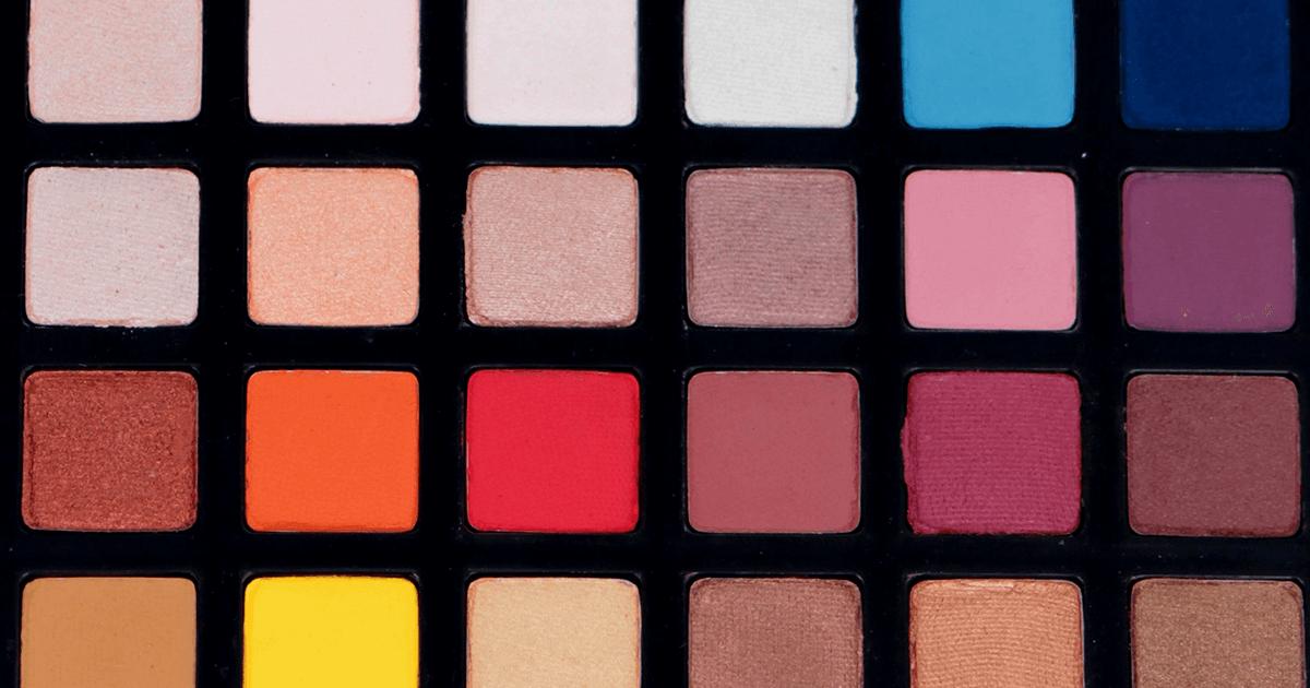 Novas cores da paleta de sombras variadas