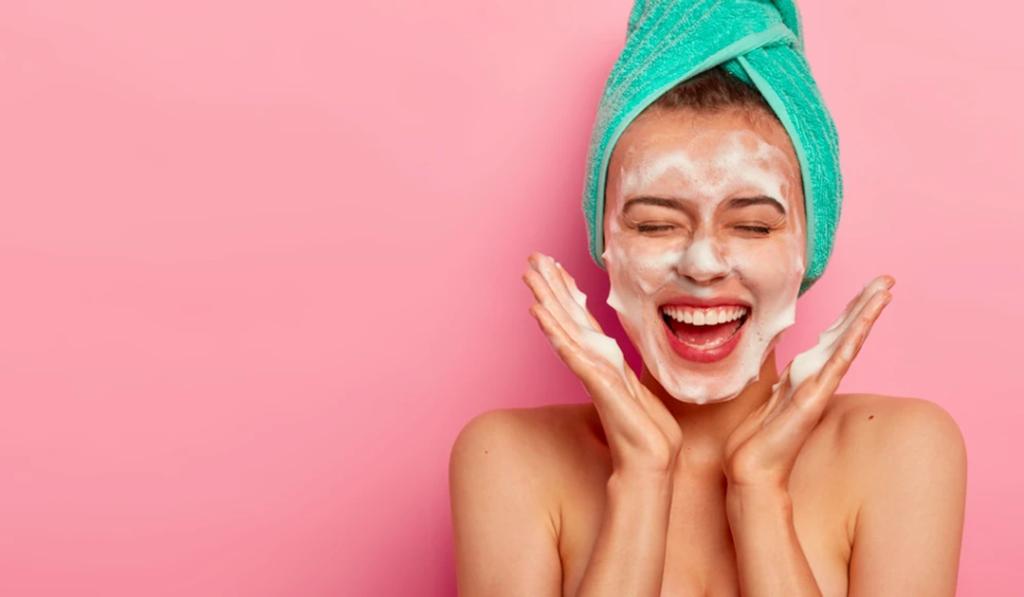 Limpeza de pele em casa também é parte da rotina!