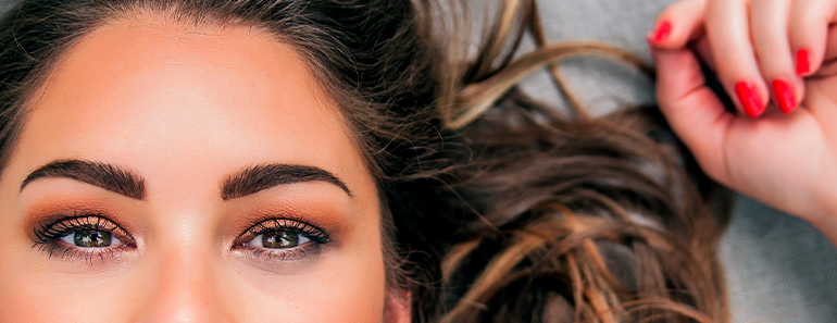 Sobrancelhas perfeitas usando a maquiagem correta, Catharine Hill