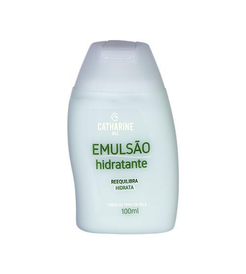 Hidratação no ritual de cuidados com o rosto antes de dormir. emulsão hidratante, catharine hill